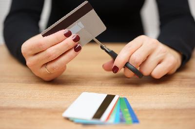 Comment détruire une carte de crédit de manière sécurisée